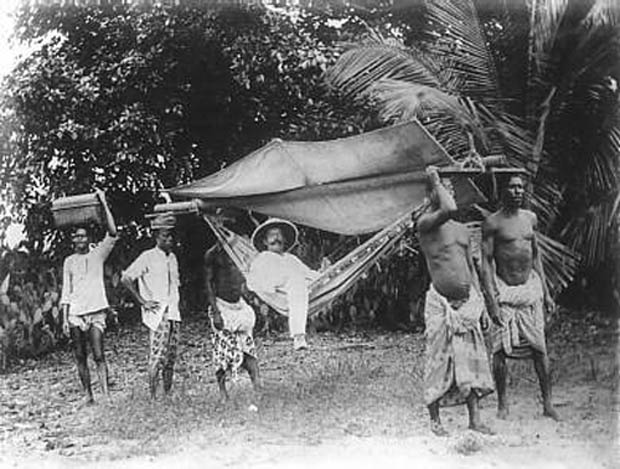 a history of kongo a country in africa from 1885 to the 1990s Léopoldville, stanleyville, and elisabethville were given african names (kinshasa, kisangani, and lubumbashi, respectively), thus in effect beginning the campaign for african authenticity that became a major policy of mobutu in the early 1970s (in 1971 the country was renamed zaïre, as was the congo river in 1972, katanga was renamed shaba.